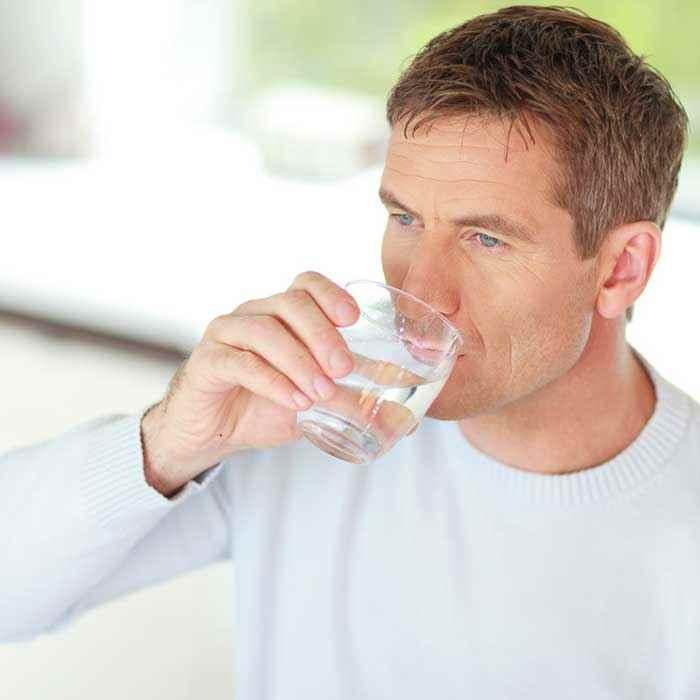 Wüteria Mineralwasser von der quelle auf den Tisch Genuss